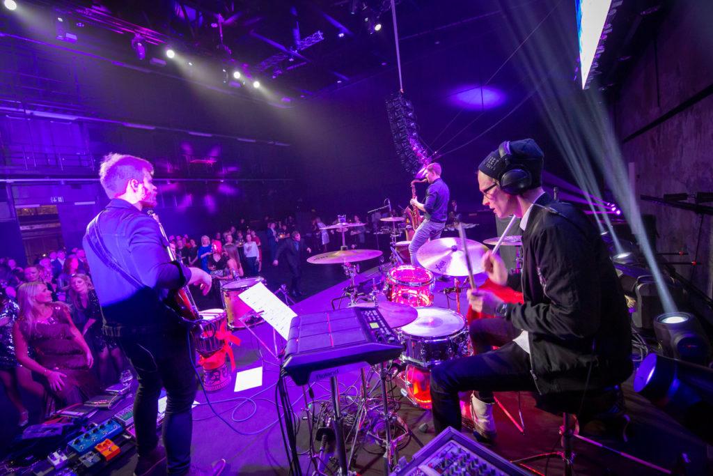Silver Ulvik, trummid, bänd