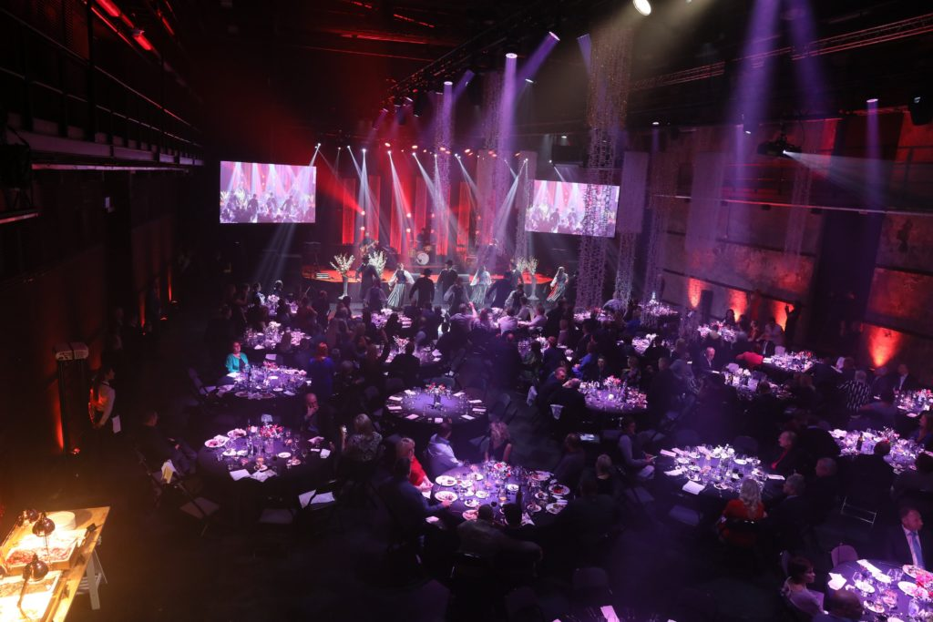 hall-tables-performance