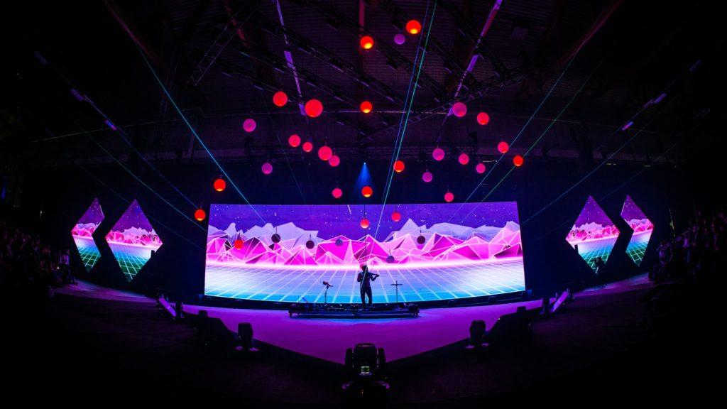 stage-lights-violin player